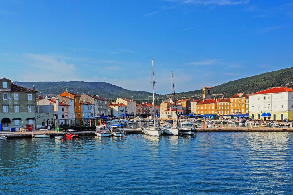 Altstadt und Hafen der Stadt Cres, Kroatien