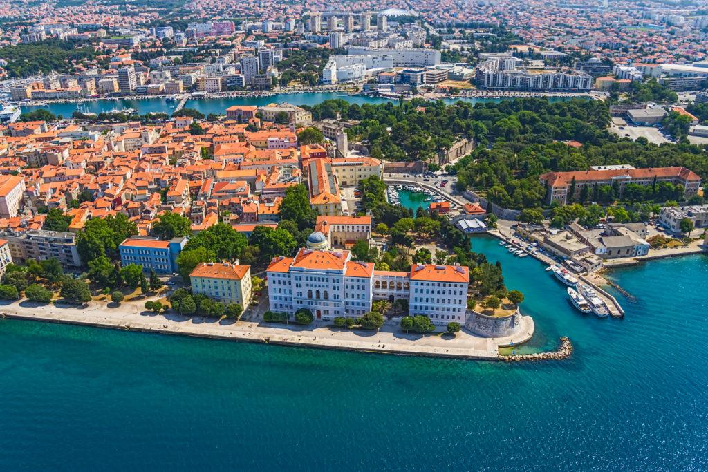 Luftaufnahme der Altstadt von Zadar, berühmte Touristenattraktion in Kroatien