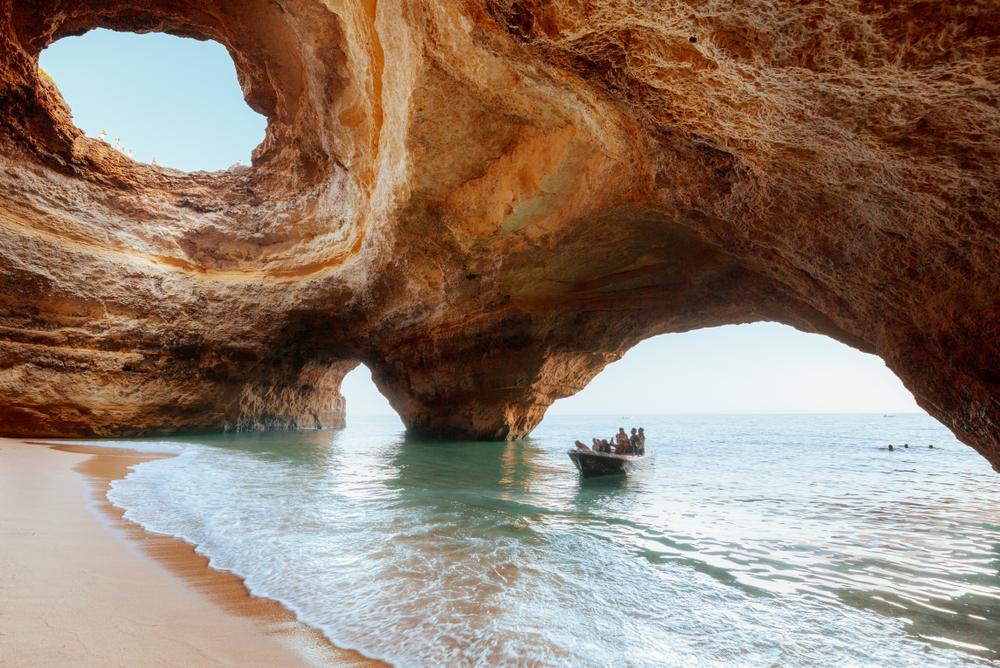 Benagil Höhle von innen an der Algarve in Portugal