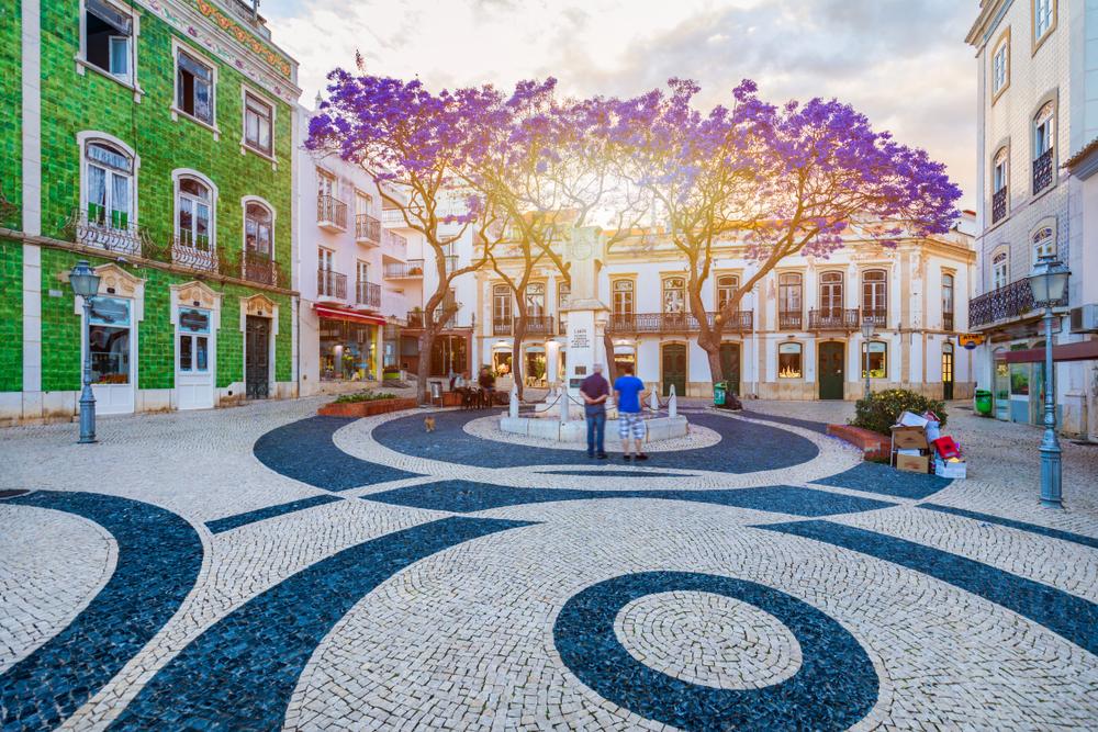 Platz in der historischen Altstadt im Zentrum von Lagos, Algarve, Portugal.