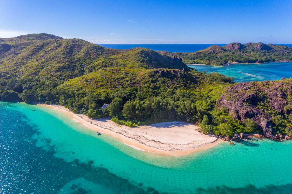 Blick auf die Insel Aride auf den Seychellen