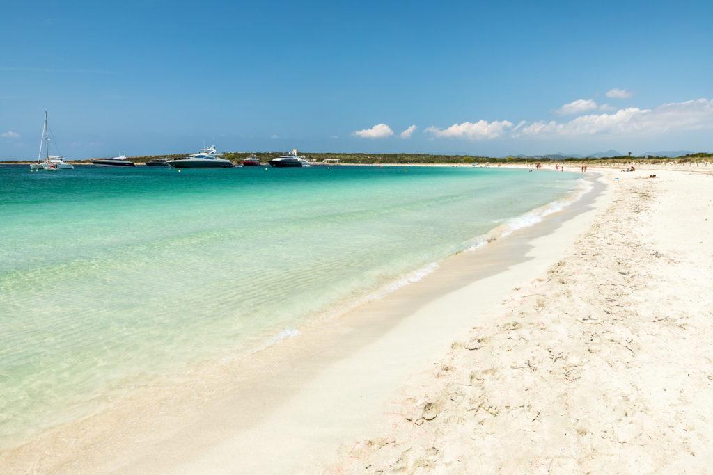 Espalmador Insel. Eine winzige Baleareninsel, die zwischen Ibiza und Formentera liegt, mit schönem Strand von S'Alga. Spanien