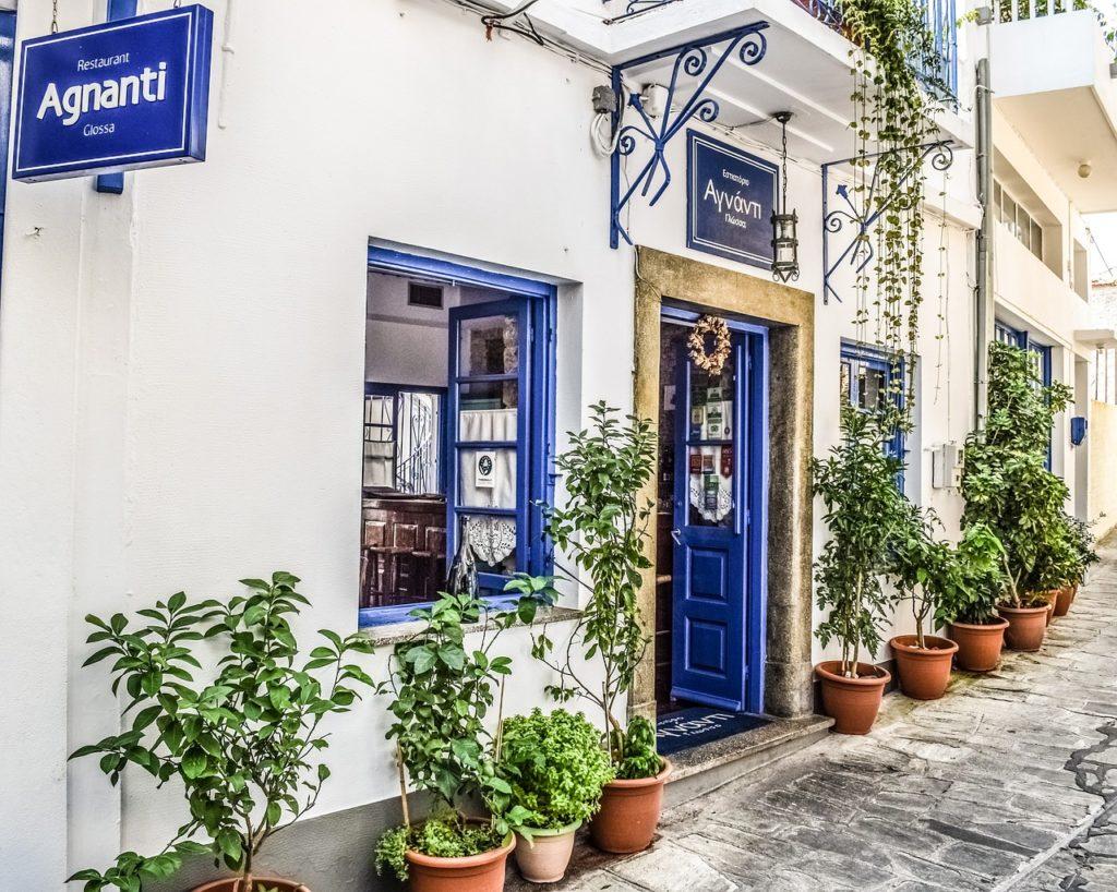 Ein Restaurant auf der griechischen Insel Skopelos
