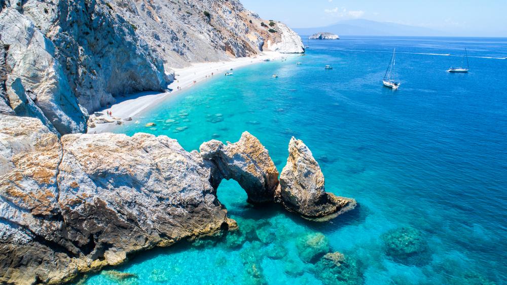 Luftsicht auf den Strand von Lalaria in Skiathos, Griechenland