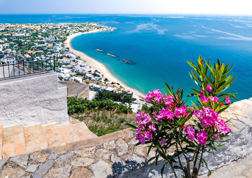 Blick von der griechischen Insel Skyros auf das Meer und Teile der Insel