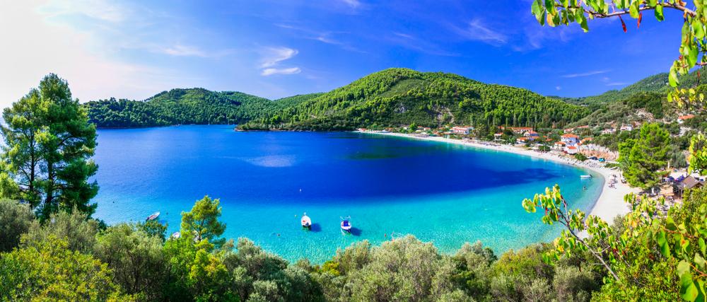 Die besten Strände von Skopelos - die schöne Bucht von Panormos. Sporades-Inseln Griechenlands