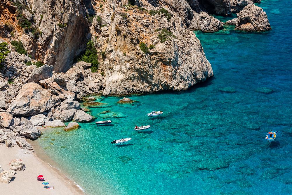 Blick auf den wunderschönen Kyra Beach auf der Insel Alonissos
