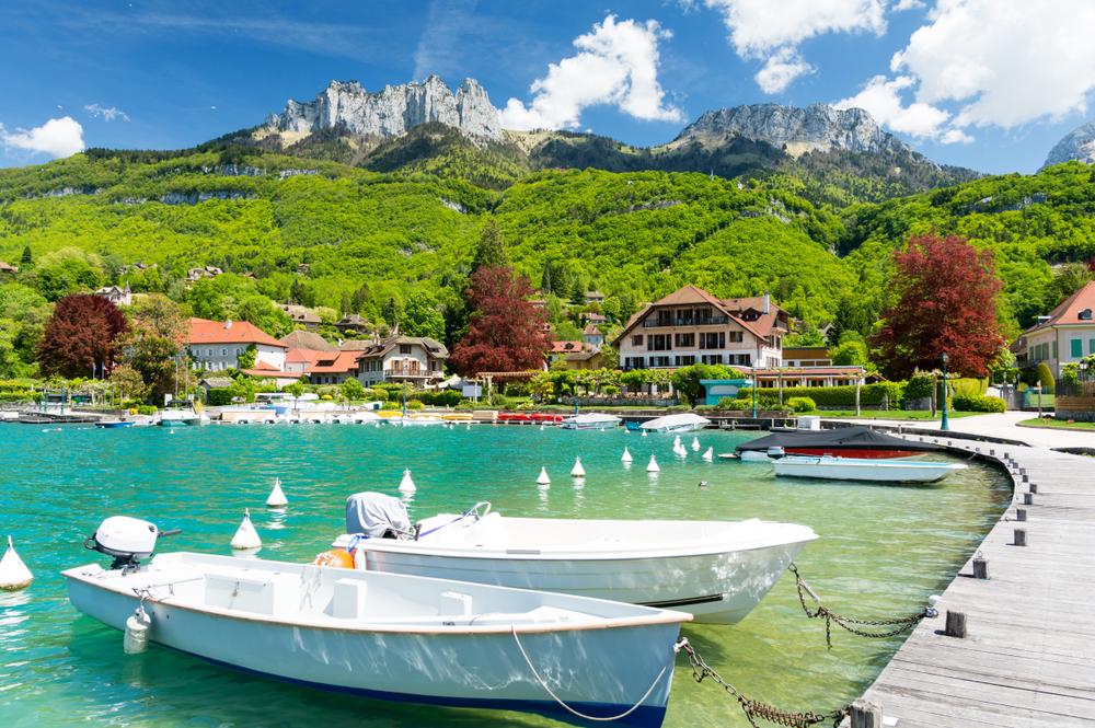 Jachthafen in Talloires am Annecy-See in Frankreich