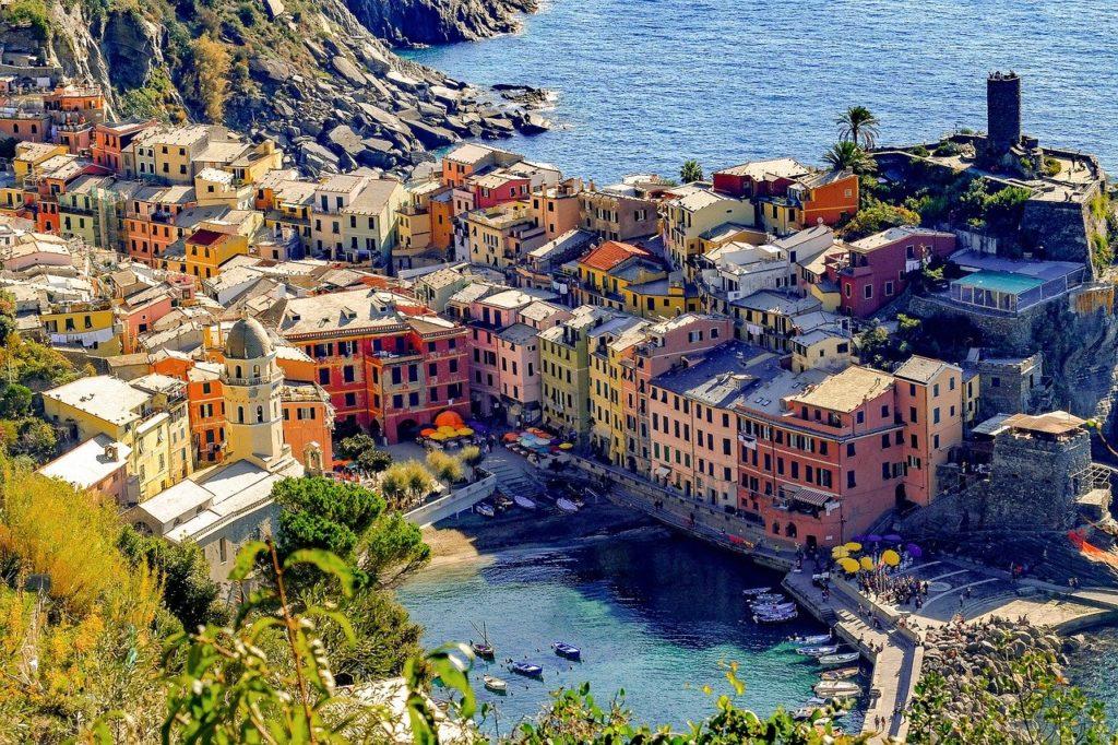 Blick auf das Dorf Vernazza der Cinque Terre, Italien