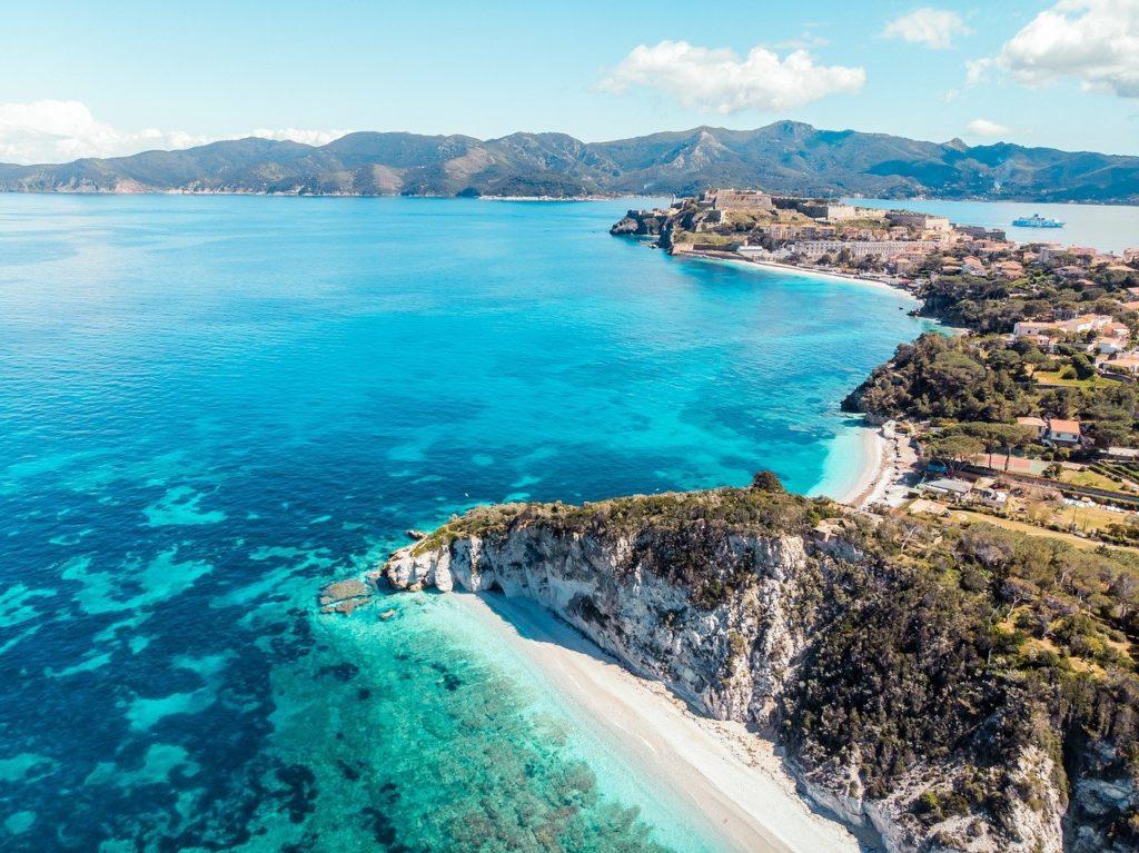 Blick auf die Insel Elba und das Mittelmeer, Italien