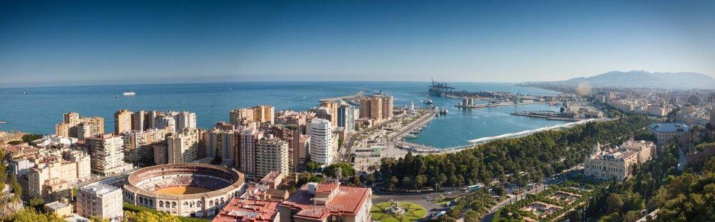 Panoramaansicht der Stadt Malaga am Mittelmeer