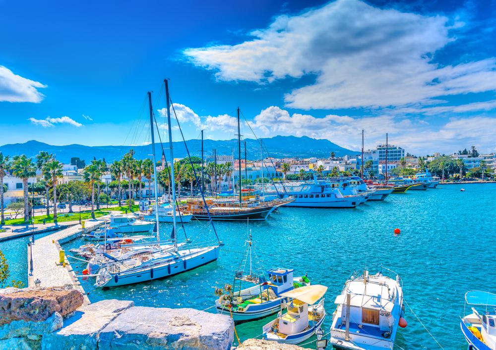 Der Haupthafen der Insel Kos in Griechenland