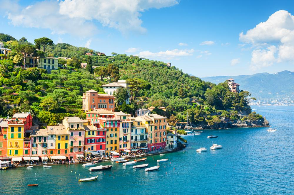 Schöne Meeresküste mit bunten Häusern in Portofino, Italien. Sommerlandschaft