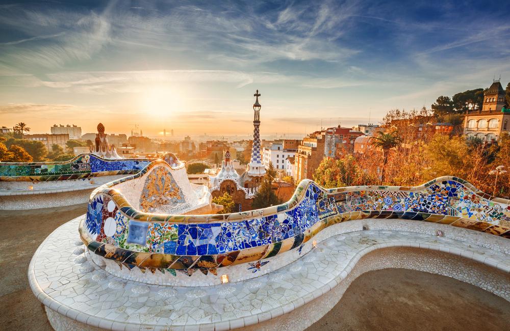 Aussicht auf Barcelona vom Park bei Sonnenaufgang